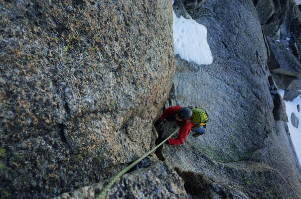 Riss zum W-Gipfel der Aiguilles Penchés.