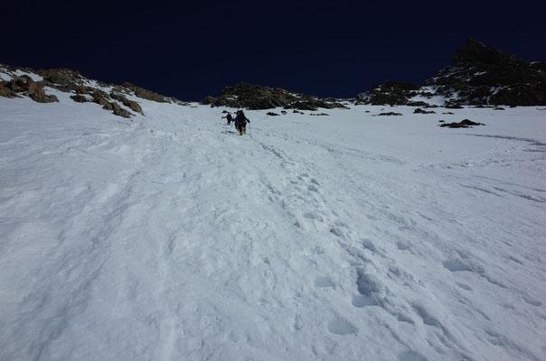 Schöner Trittschnee in der Lauteraarhorn Südwand
