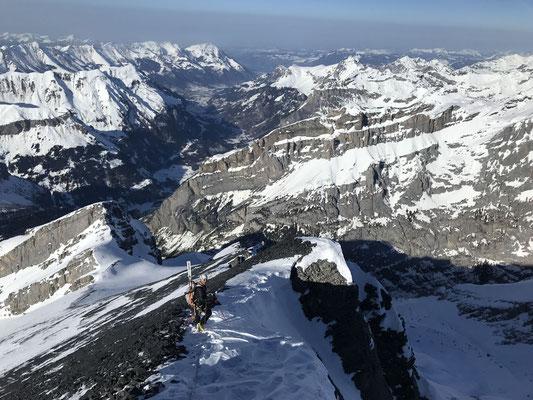 Der Abstieg über den Nordgrat war stellenweise aper und entsprechend heikel.