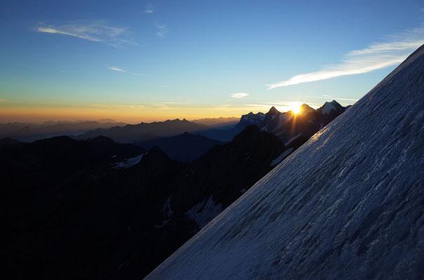 Sonnenaufgang zwischen Eiger und Mönch