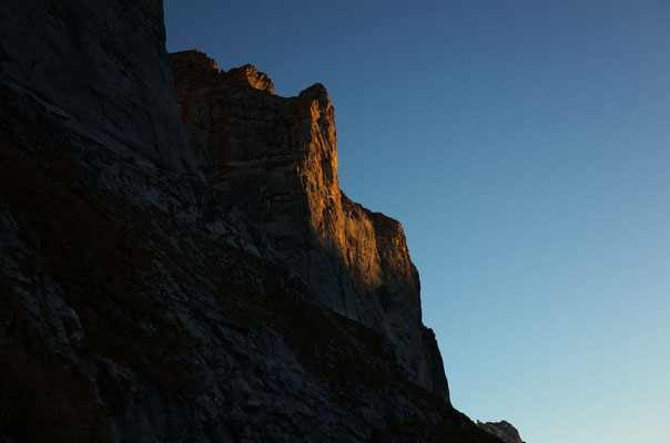Erste Sonnenstrahlen am Excaliburpfeiler
