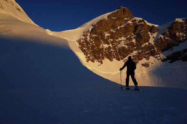 Das Gipfelziel in der Morgensonne.