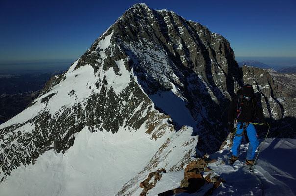Abstieg via Eigerjöcher, im Hintergrund der Eiger