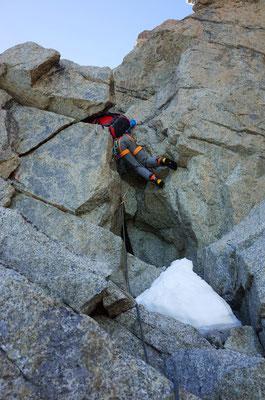 Die letzten Meter auf den Pointe Bich bieten einen engen Kamin, der nur bedingt ruckackkompatibel ist.
