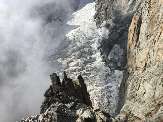 Tiefblick auf den wilden Freney-Gletscher. (Foto: Julien)