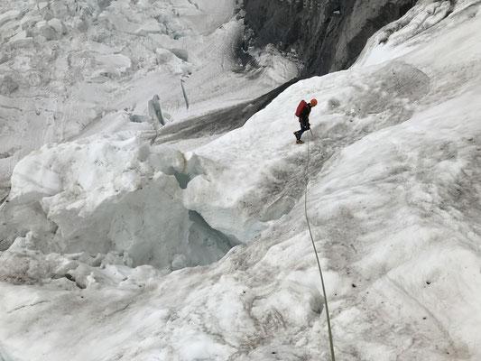 Alpiner Zustieg von der Station Ischmeer zur Eiger Südostwand.