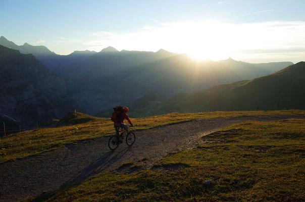 Bike-Abfahrt nach Grindelwald in den letzten Sonnenstrahlen