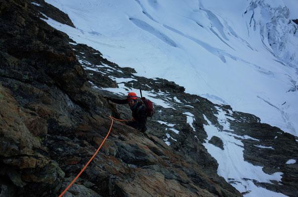 Schöne Kletterei kurz nach Tagesanbruch bei kalten Temperaturen.