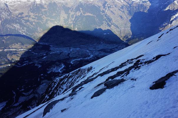 Blick zurück zum Ausstieg, Grindelwald liegt im Schatten des Eigers