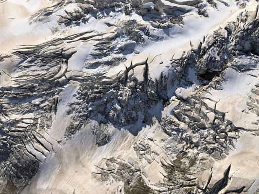 Luftaufnahme vom Ischmeer. Abstrakte, vergängliche Kunst.