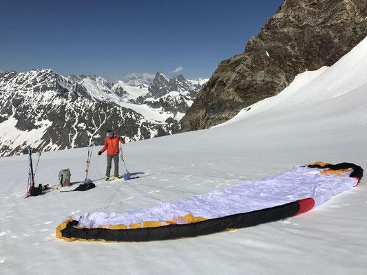 Flacher Startplatz, mit Skis geht das problemlos (Bild: Rolf Z.)
