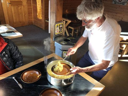 Richis drittletzter Tag als Hüttenwart in der Schreckhornhütte - das Essen war exzellent.