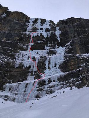 Betasektor mit der Damokles-Variante (rot). Aus silvestertechnischen Gründen kletterten Silvan und Peter nur bis und mit Schlüssellängen.