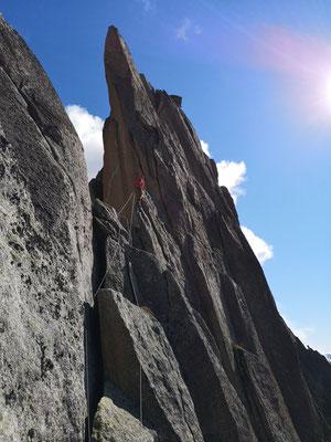 Peter in moderaterem Gelände Richtung Gipfel vom Turm II. (Foto: Franz)