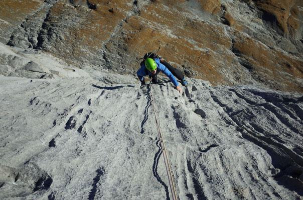 Die 6. Länge bietet nochmals Kletterei vom Feinsten, fordert die Kletterer aber nochmals.