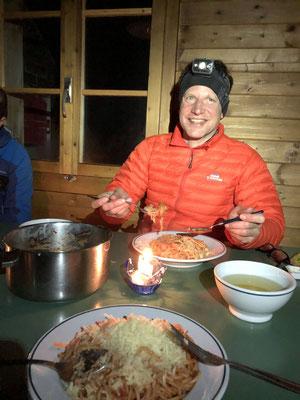 Candle light dinner in der gemütlichen Guggihütte.