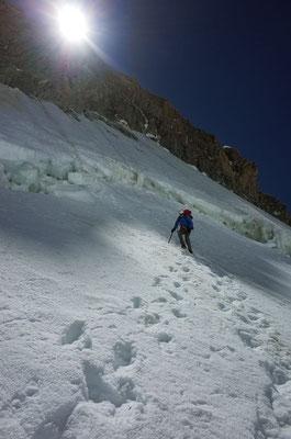 Abseilen von der Aiguille Blanche de Peuterey auf den Col de Peuterey.