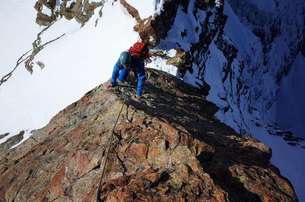 Schöne Kletterei in der Schlüsselstelle des SW-Grats