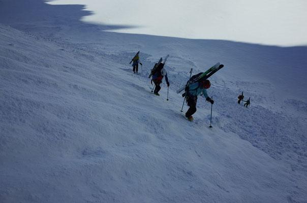 Aufstieg vom Strahlegggletscher Richtung Lauteraarhorn Südwand