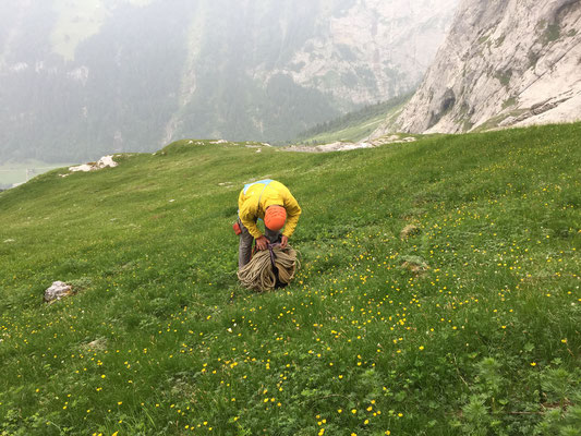 Bernd packt den Haulbag, um ihn kurz vor der Landung abwerfen zu können (Reduktion der Flächenbelastung)
