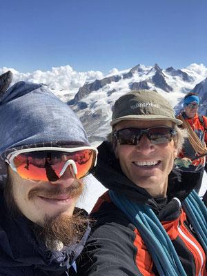 Aussichtsreiche Eingeh- und Aklimatisierungstour aufs Breithorn, Gipfel-Selfie.