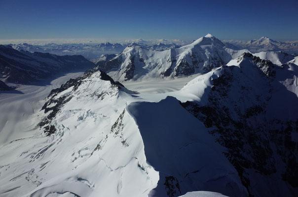 Blick Richtung Süd zum markanten Aletschhorn.