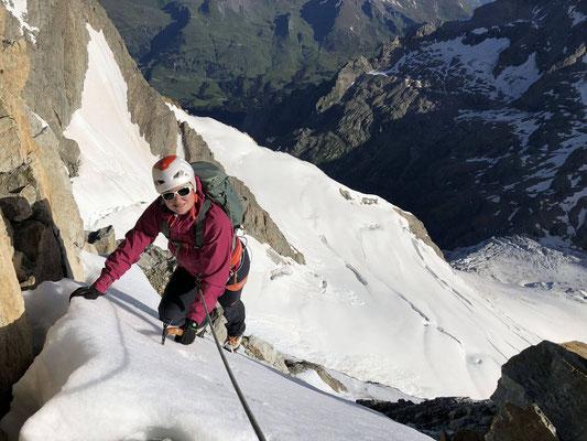 Aufstieg zum Nässihorn, im Hintergrund (Bildmitte) ist die Glecksteinhütte.