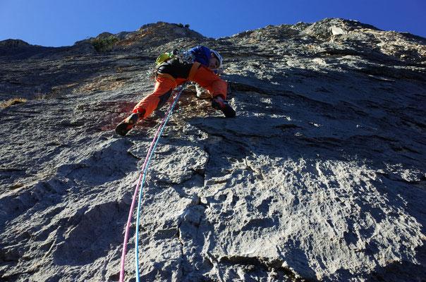 Prächtige Kletterei in der drittobersten Länge.