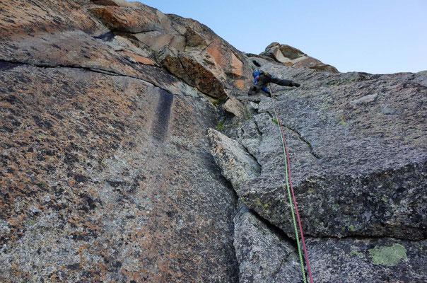 Dièdre central am Le Plateau, Brian steigt die 2. Länge vor