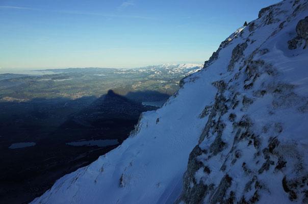 Schattenwurf des Stockhorns über Thun.