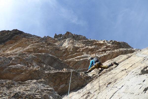 Die letzte Länge bietet nochmals spektakulär steile, scharfe und gutmütige Kletterei. (Foto: Klaus)