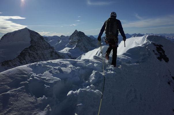 Rolf auf dem Gipfelgrat