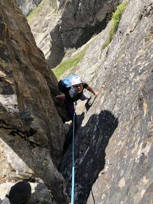 Zustieg zur Mischabelhütte via Kletterroute Tälligrat.