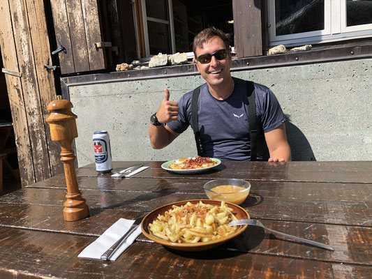 Feines Mittagessen in der sehr gut geführten Schreckhornhütte.
