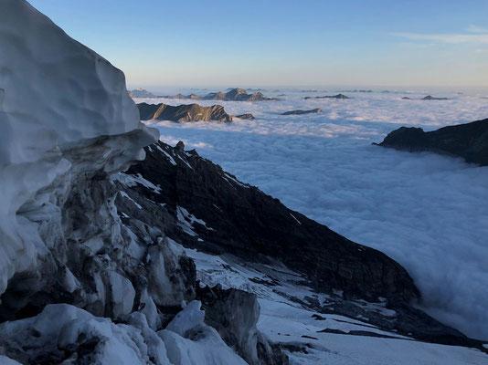Morgenstimmung mit Nebelmeer im Mittelland - noch sieht es nicht nach Fliegen aus.