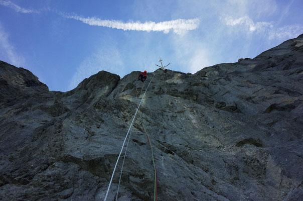 Viel los am Berg: Fixseil der amerikanischen Profis Sasha DiGiulian und Carlo Traviersi, oben am Pilz der Heli