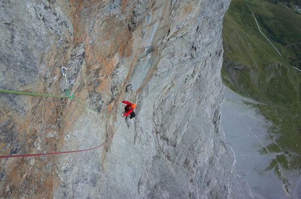 Sobald die Route steil und schwierig wird, ist der Fels prächtig