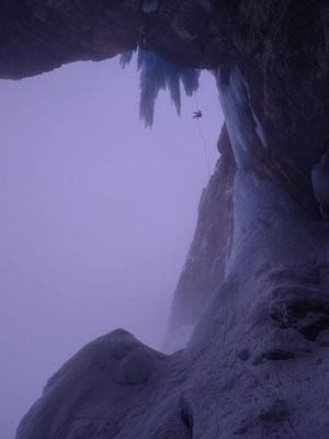 Abseilen in die Flying Circus Grotte.