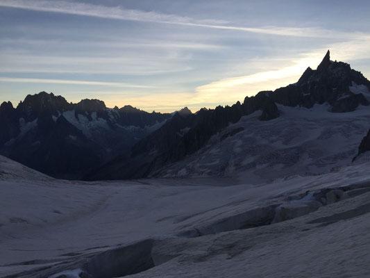 Immer wieder magisch: Morgenstimmung im Mont Blanc Gebiet, der Zahl rechts ist der Dent du Géant.