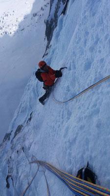 1. Länge. Gut zu klettern, kaum abzusichern (Rekotour 12.3, Foto Ron Koller)