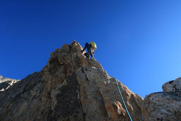 Prächtige Kletterei am Südgrat. (Foto: B. Senn)