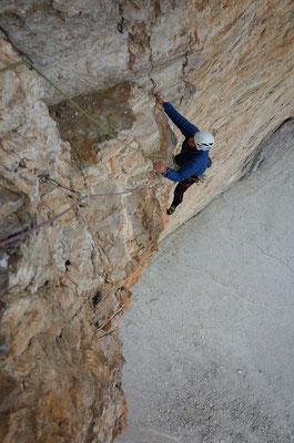 Prächtige Kletterei in der zweiten Schlüssellänge