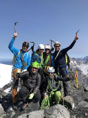 Der X-Alps Academy Trupp auf dem Gipfel.