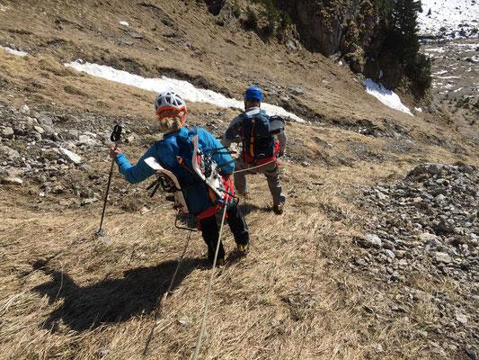 Noch ein letzter steiler Abstieg (mit Steigeisen) nach Undere Giesene.