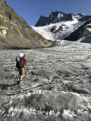 Anstrengender Zustieg von der Pfingstegg auf den Gaagg mit Bergsteiger-, Biwak- und Flugmaterial. Alles ultraleicht, doch es läppert sich zusammen.