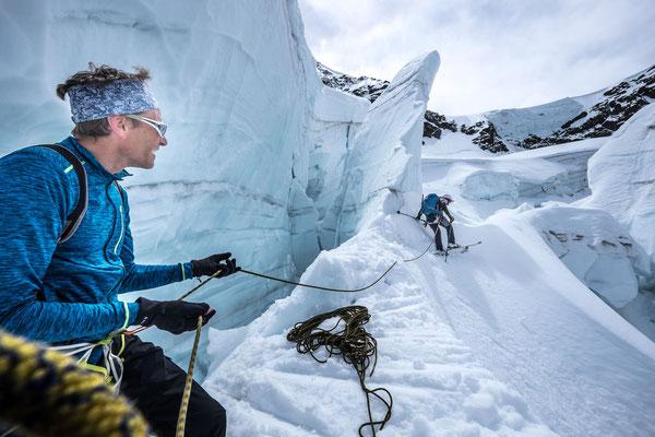 Interessante und fotogene Passage im Abbruch vom Chüelouwenen- auf den Guggigletscher.
