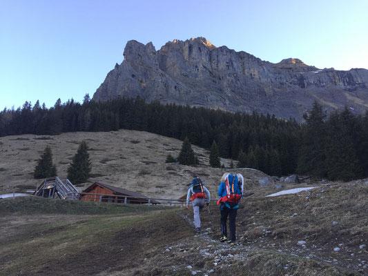 Zustieg ab Kandersteg - die Bire ist schon in der Sonne.