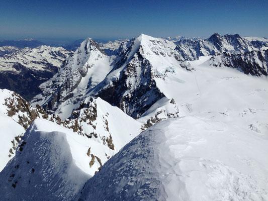 Blick vom Gipfel Richtung Möhcn & Eiger