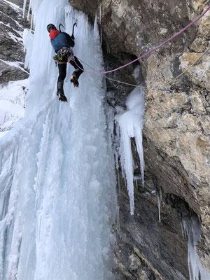 Übergang ins Eis in der vierten Länge, der Riesenzapfen wurde nach dem Foto nur noch wenige Sekunden älter.