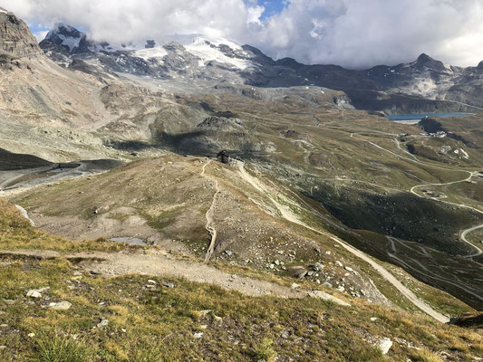 Christian und Peter übernachteten in der gemütlichen Abruzzi Orionde Hütte. Diese ist deutlich komfortabler als die Carrelhütte, aber die Tour aufs Matterhorn von dort ist lang und liegt daher nur mit konditionell starken Gästen drin.
